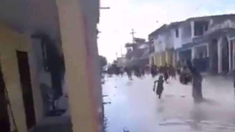Dramatične snimke nakon jakog potresa: More poplavilo ulice, ljudi panično bježali od obale