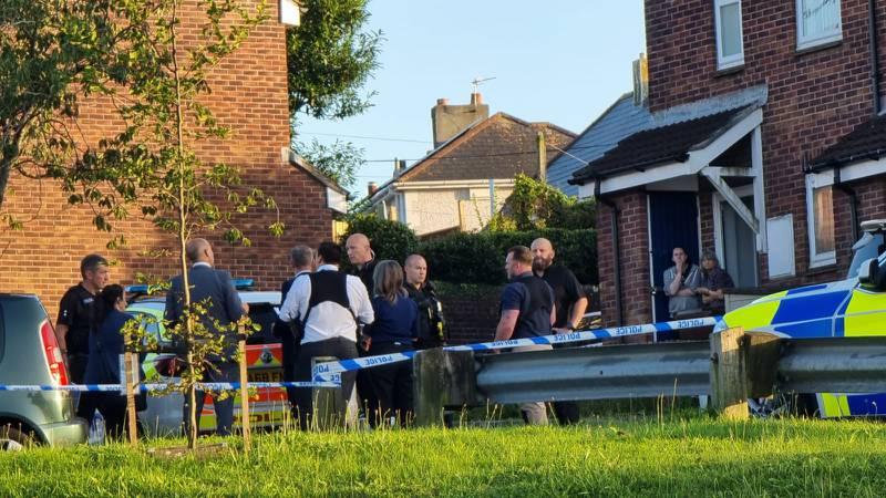 U pucnjavi ubijeno petero ljudi i napadač, nije terorizam: Mole građane da ostanu u kućama