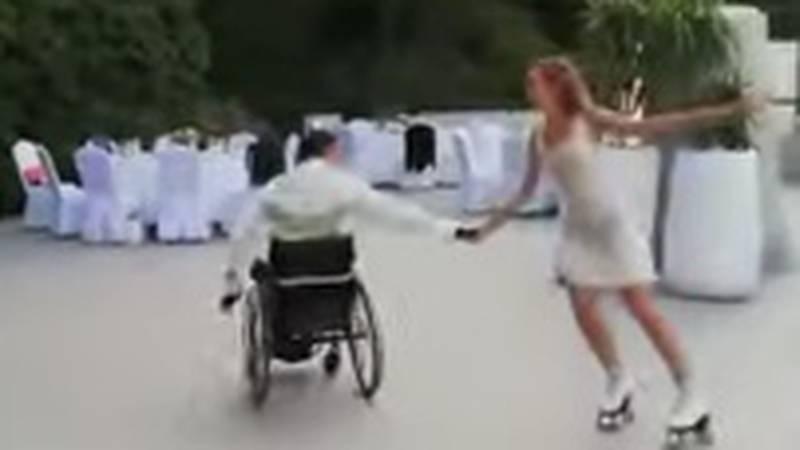 VIDEO Dirljive scene iz Konavli: On je u kolicima, a mladenka prvi ples otplesala u rolama