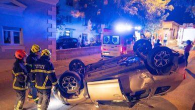 Krš i lom u Puli: Zapomagala iz prevrnutog automobila, dvoje ljudi ozlijeđeno u teškoj nesreći
