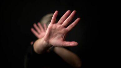 Optužen nasilnik iz Banja Luke koji je zatočio svoju suprugu, tukao je i pokušao zapaliti