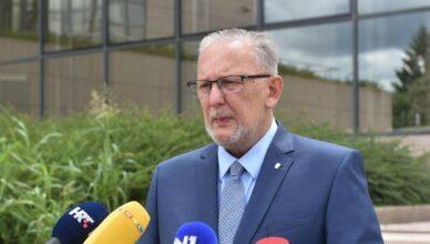 Ministar Božinović: 'Pogrešno je povlačiti paralelu između Covid potvrda i obveze cijepljenja'